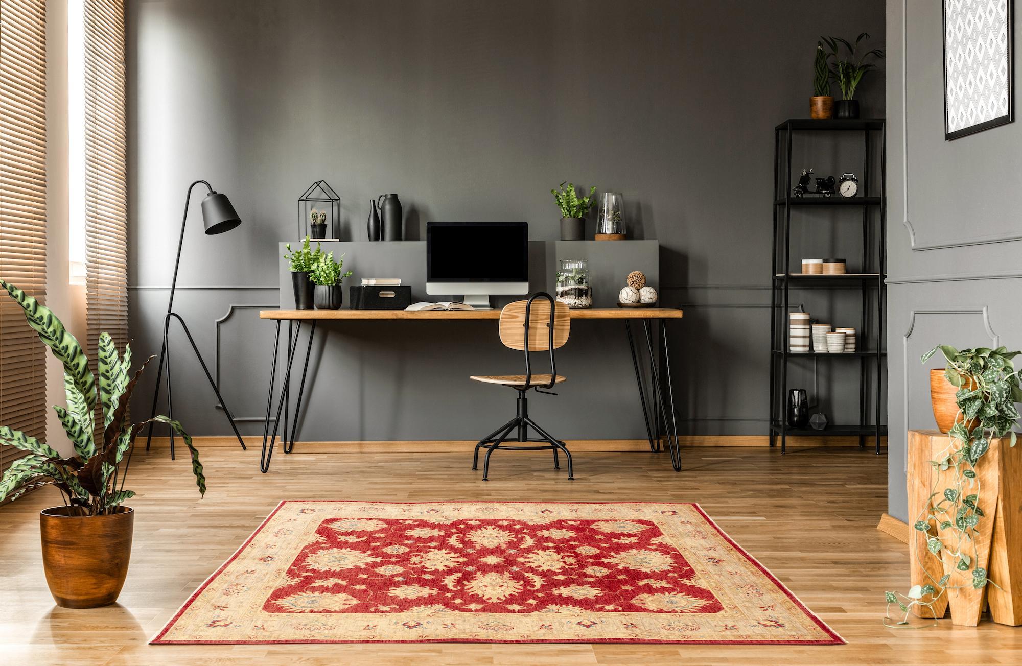 tappeto debaf rosso con fiori in studio casa moderna
